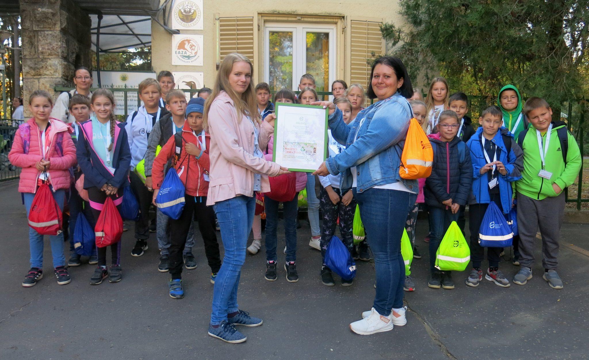 A debreceni állatkertbe látogatott a Passzoljátok vissza és kiránduljatok! verseny 2. helyezettje