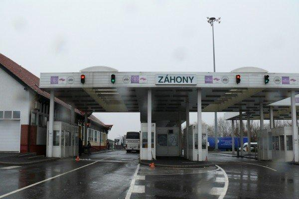 Hungary, Ukraine to Reopen all Road Border Crossings on Monday
